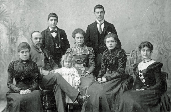 Celia, William, Earnest, Edith, Gertrude, Wilfred, Sarah and Florence Brooks posing for family picture circa 1900.